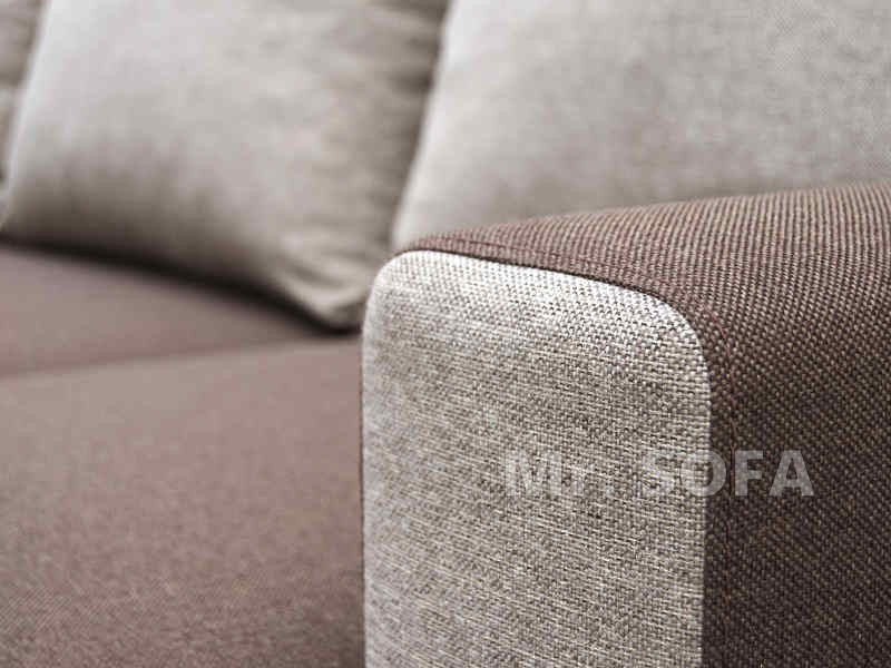 brązowy narożnik z poduszkami