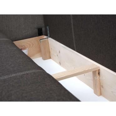 duży pojemnik na pościel wykonany z drewna